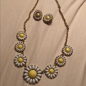 Gold daisy necklace/earring set